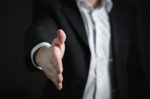 Fachaufsicht steuert nach oder greift ein.Bild von TeroVesalainen auf Pixabay